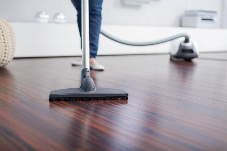 超耐磨地板清潔工具:吸塵器